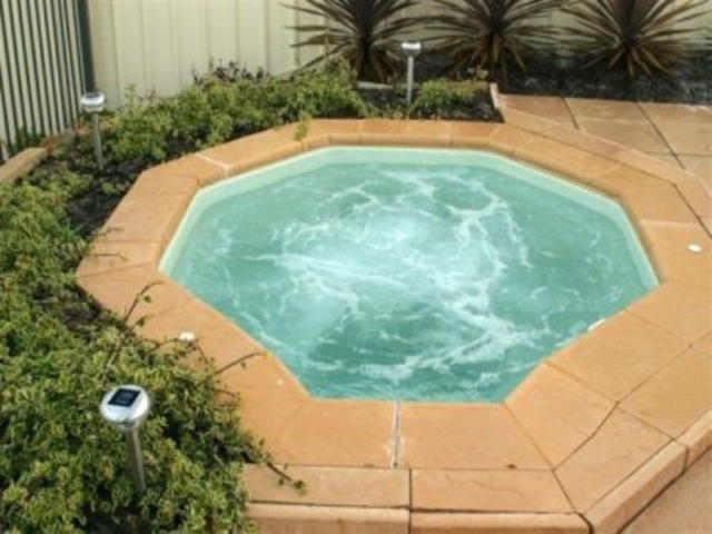 Local Pools and Spas Sydney Fibreglass Pool Builder NSW Compass Spa Pools 4