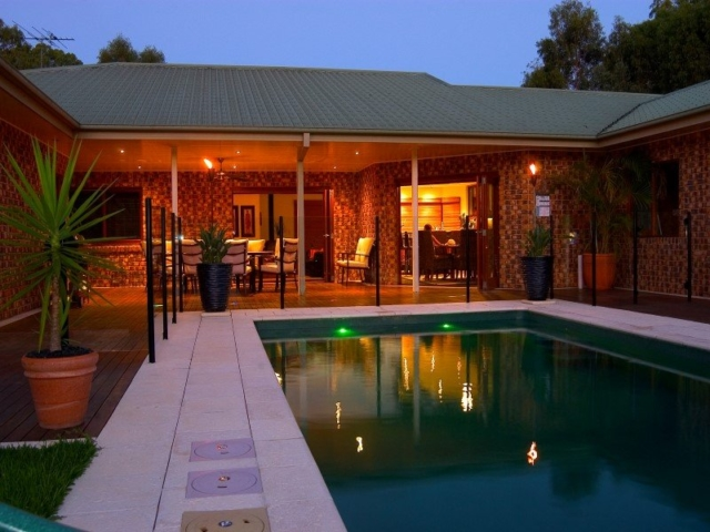 Local Pools & Spas Sydney - Fibreglass Swimming Pool Installation Ideas in NSW 2