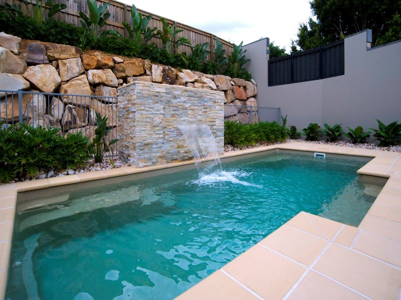 Beautiful contemporary swimming pool design the vogue for Plunge pool design uk