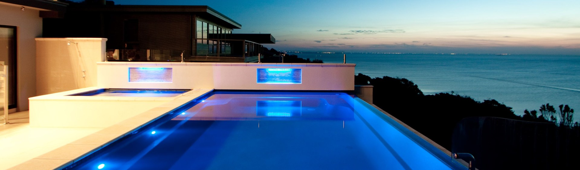 The advantages of installing an infinity pool local - Small infinity pool ...